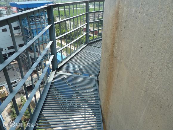 烟囱爬梯平台防腐刷漆